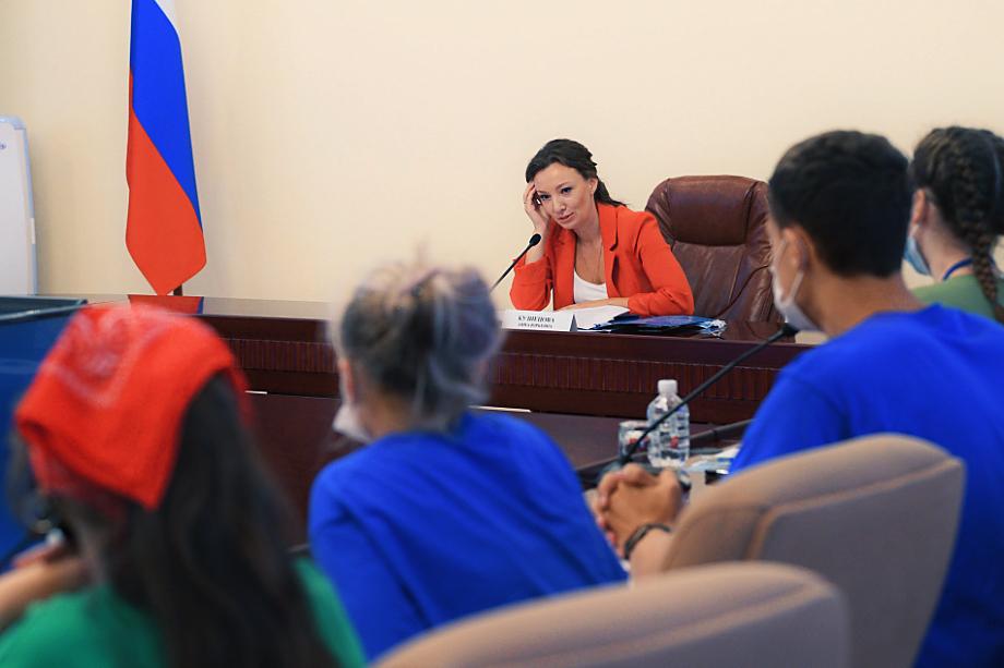 Спустя три дня после визита на Дальний Восток министра иностранных дел округ посетила уполномоченная по правам ребёнка Анна Кузнецова.