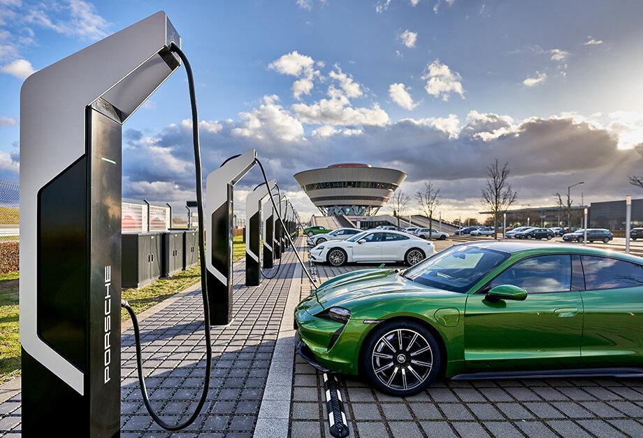 В ЕС намерены прекратить продажу машин на дизельном топливе и бензине к 2035 году.