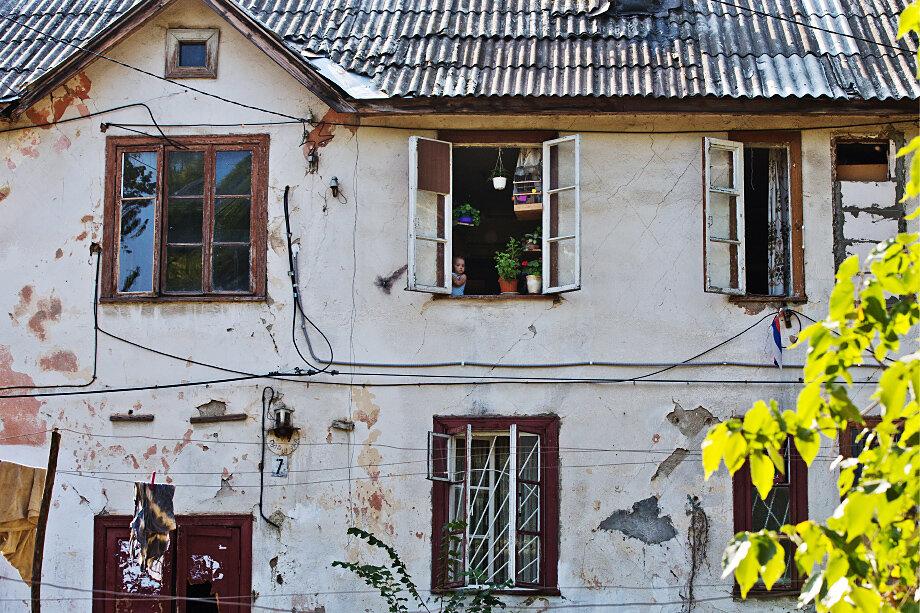 Квартиру, купленную в районе фактического проживания сироты, власти обязаны предоставить новому владельцу до достижения им 23 лет в хорошем жилом состоянии и без следов износа.