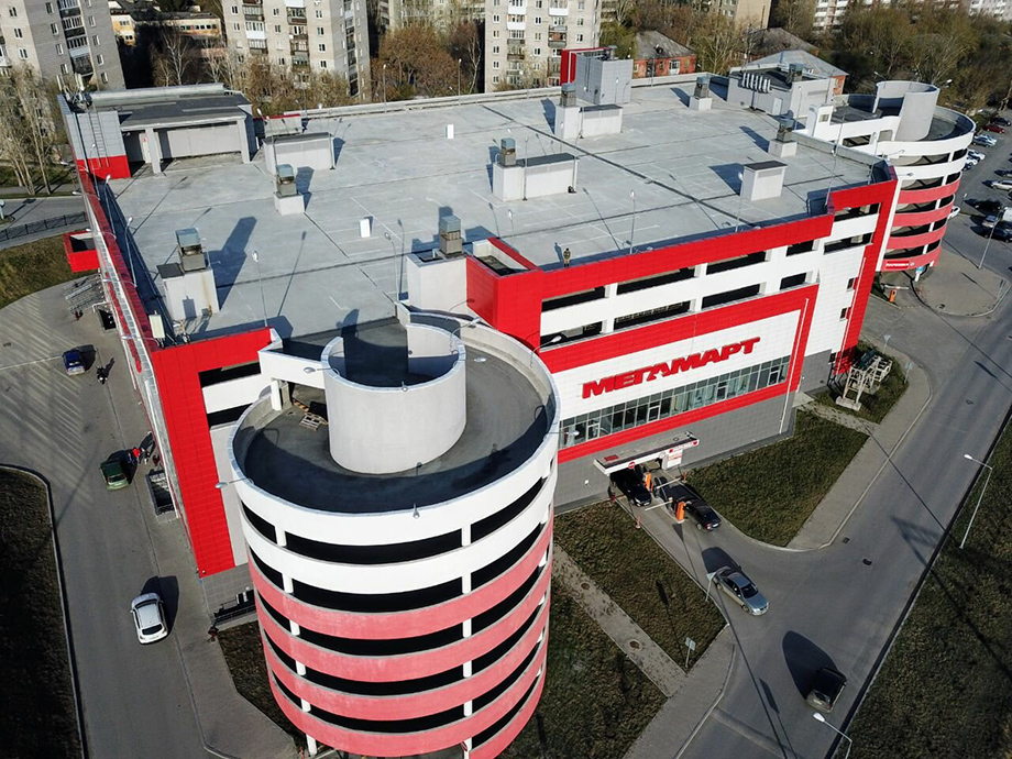 Здание «Мегамарта» на улице Советской в Екатеринбурге несколько лет оценивалось в 860 млн рублей, а в 2020 году его оценили в 1 млрд рублей. Юристам удалось снизить кадастровую стоимость до 880 млн рублей.