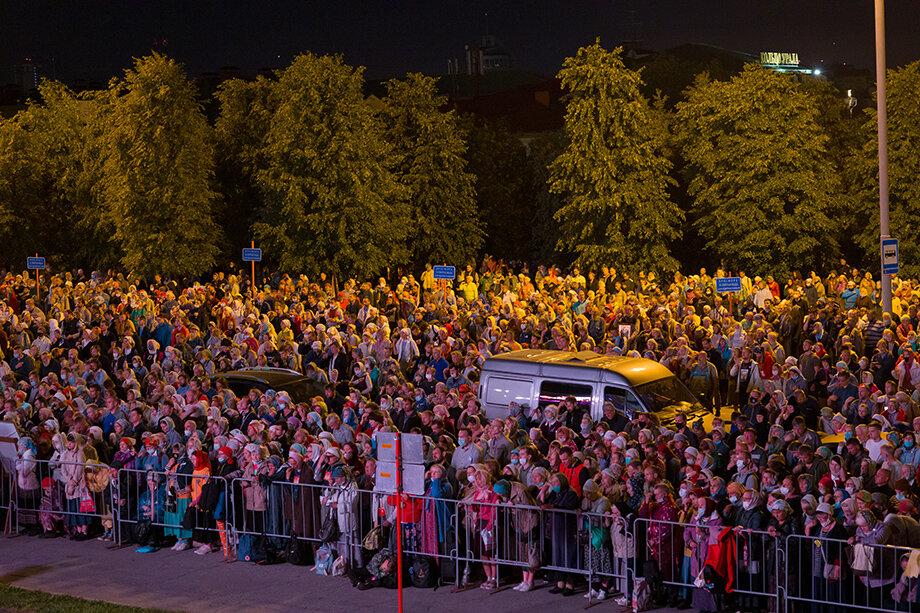 По разным оценкам, в этом году в крестном ходе приняли участие от 3 до 5 тысяч человек.