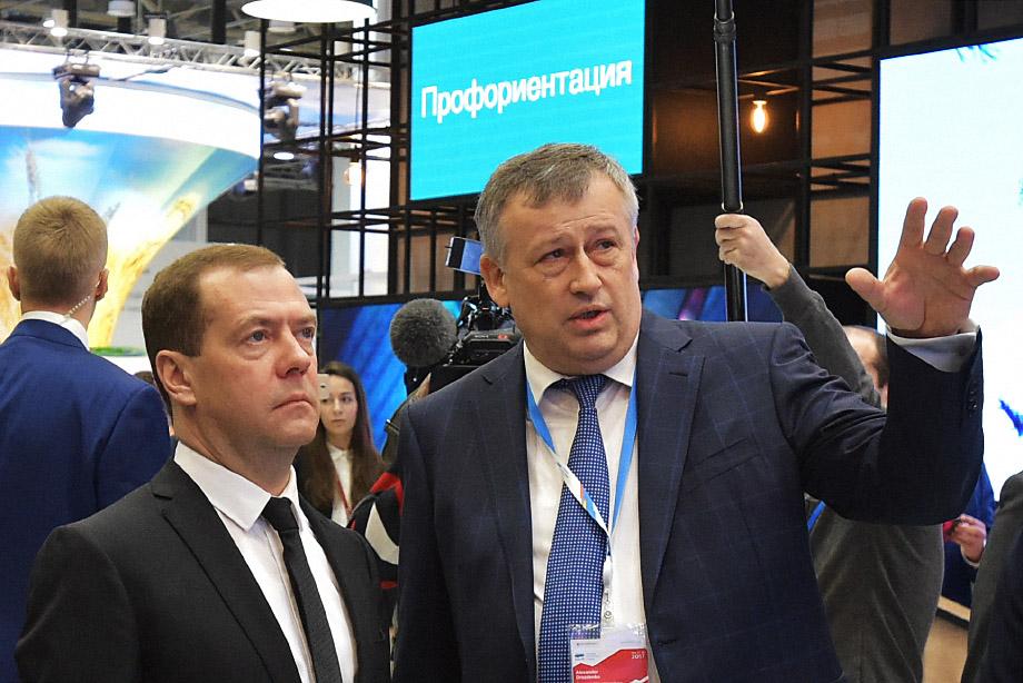 Дмитрий Медведев (на фото слева) предложил кандидатуру Александра Дрозденко (на фото справа) на пост губернатора Ленинградской области в 2012 году.