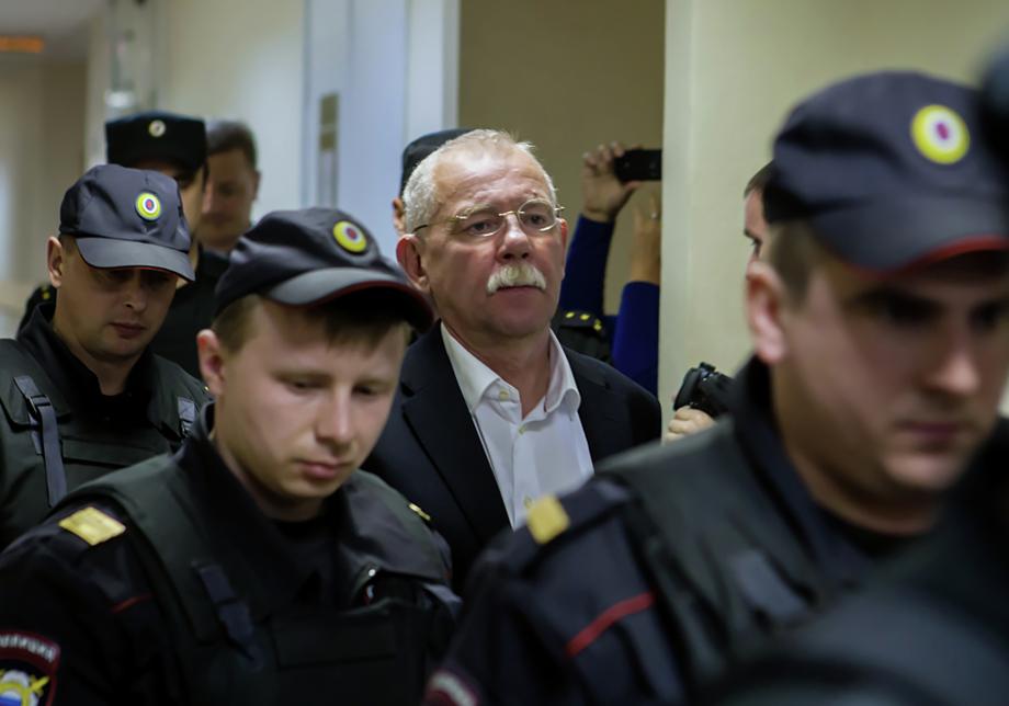 В 2018 году Петрозаводский городской суд приговорил экс-главу Республики Карелия Андрея Нелидова к восьми годам колонии строгого режима, 27,5 млн рублей штрафа и лишению государственной награды.