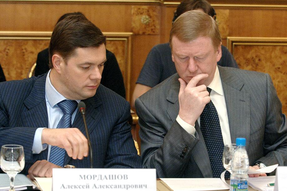 Мордашов и Чубайс – давние друзья. Когда Мордашов в начале 1980-х учился в Ленинградском инженерно-экономическом институте имени Тольятти, «отец приватизации» там был доцентом и читал Мордашову лекции по экономике.