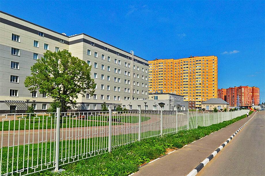Рядом с жилыми домами должна была появиться новая больница, но для жителей Звенигорода построили здание Пенсионного фонда.