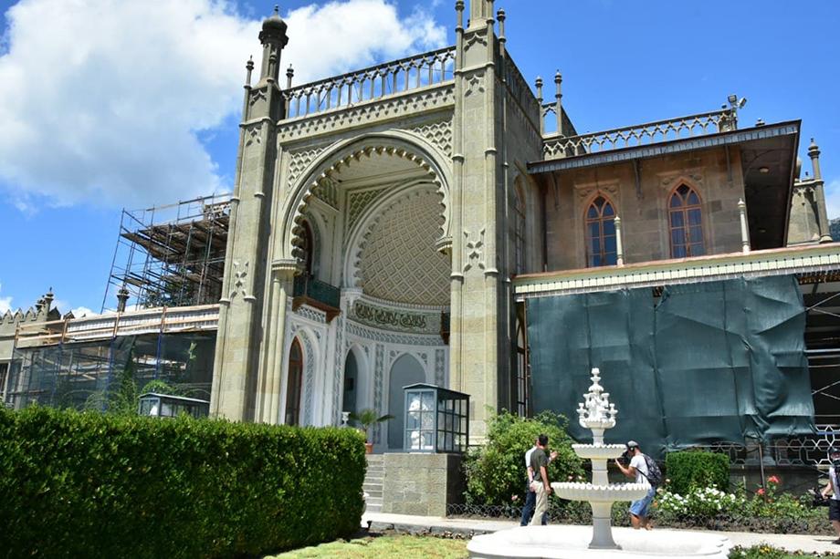 Реставрация дворца идёт по графику. Фото: Михаил Гладчук/Крымская газета