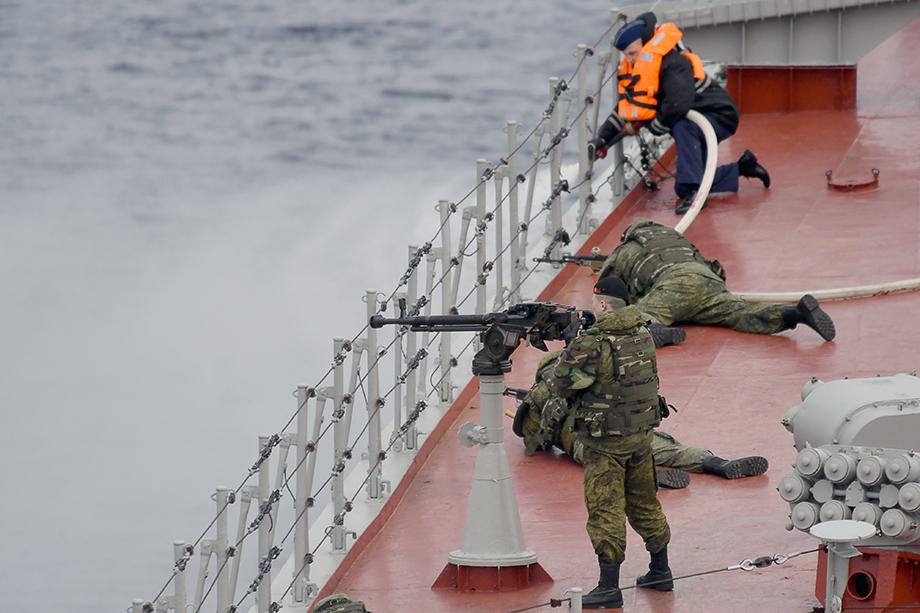 В ходе учений Северного флота в Баренцевом море, были отработаны действия сил по развёртыванию корабельной группировки.