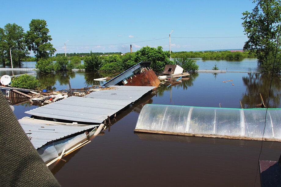 Ситуация, сложившаяся с наводнениями в Амурской области, Забайкалье и Хабаровском крае, вызвала жёсткий негатив жителей в адрес властей.