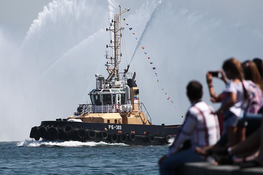 В генеральной репетиции примут участие более 1 тысячи военнослужащих, 21 боевой надводный корабль, подводная лодка, катера и суда обеспечения и 26 летательных аппаратов.