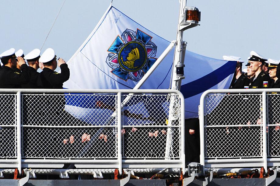 Ордена на Андреевском флаге будут располагаться по центру на пересечении линий.