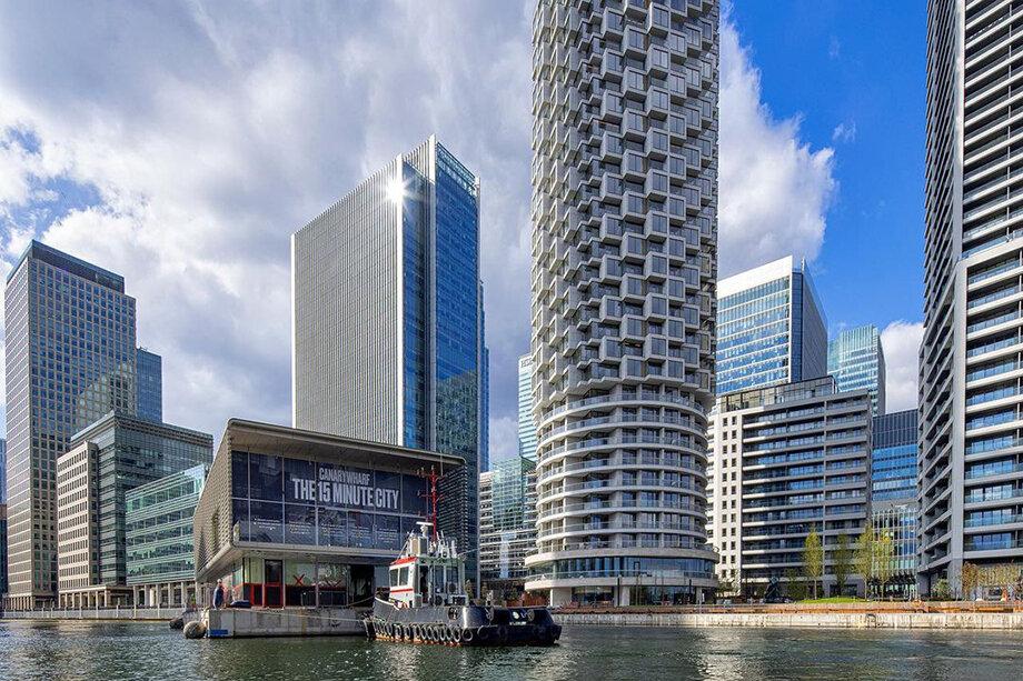 Лондонский район Кэнэри-Уорф построен на месте бывших доков Вест-Индской компании.