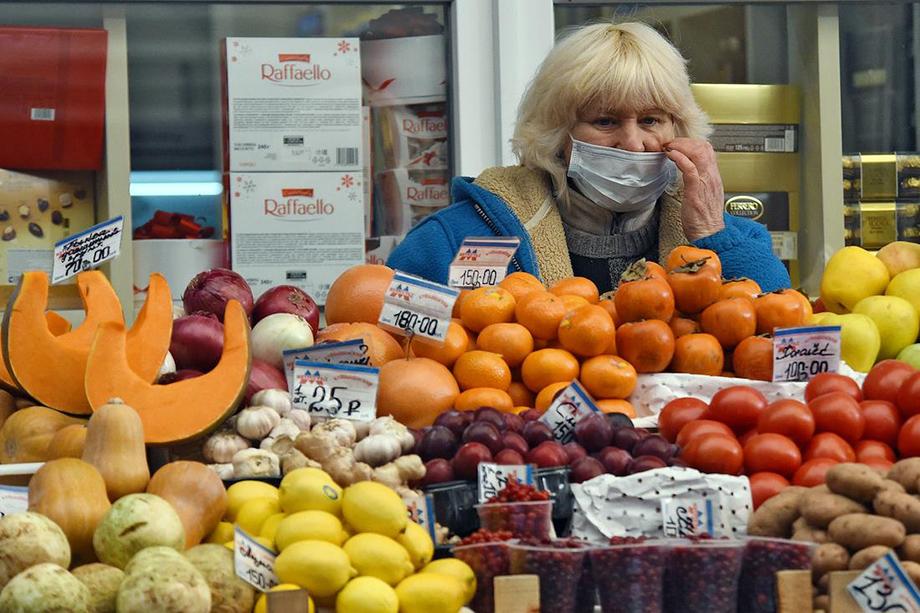 Около 40 процентов крымской продукции сегодня закупает ритейл по долгосрочным договорам, остальная часть реализуется на рынках и в небольших магазинах.