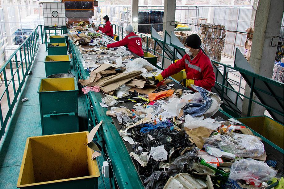 Эксперты уверены, что сортировку и переработку мусора нужно вести на одном комплексе.