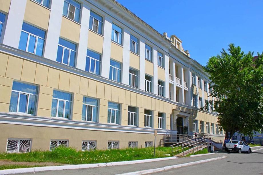 С внешней стороны здание и фасад больницы очень уже отремонтированы.