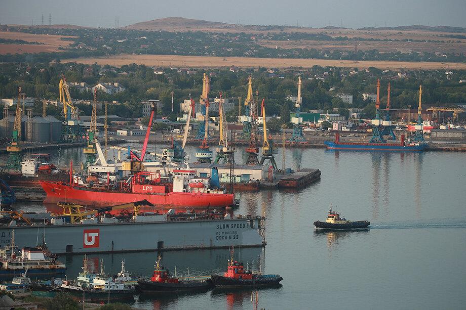 В начале 2010-х у Беймов была «война» за перевалку газа и нефтепродуктов в Керченском порту с украинским олигархом Сергеем Курченко.