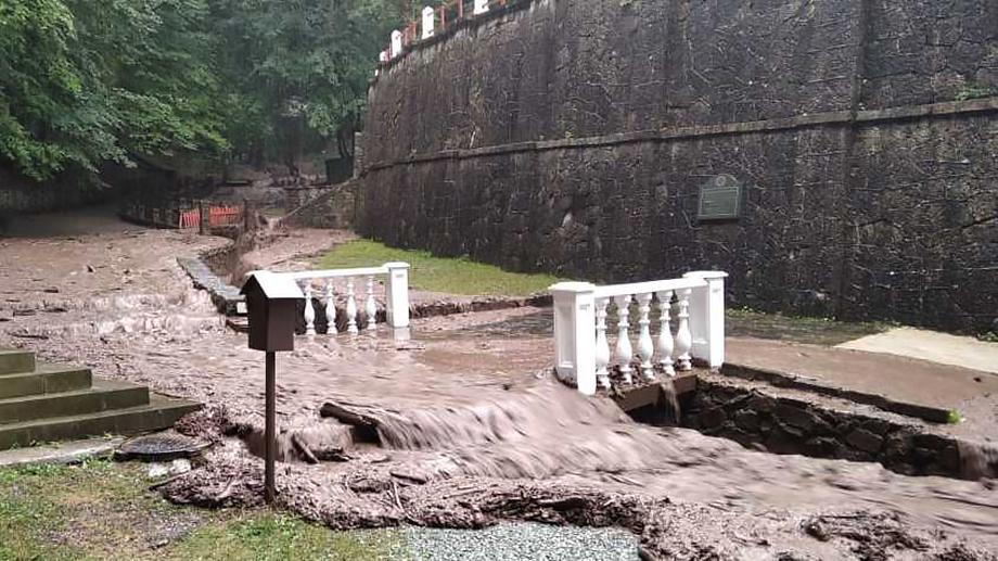 Территорию монастыря затопило 4 августа.