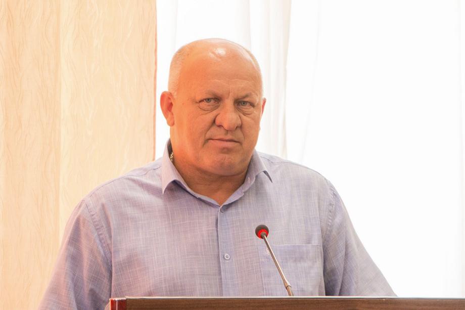 До этого Брусаков был главой местного избиркома.