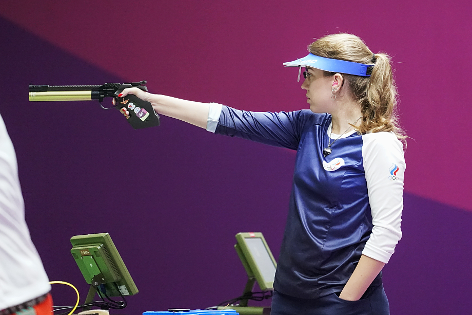 Виталина Бацарашкина принесла команде России первое золото на Олимпиаде в Токио.
