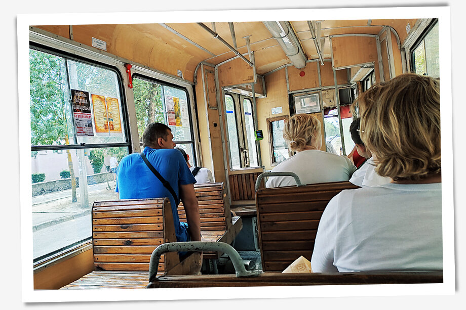 В трамвае масок тоже не наблюдается.
