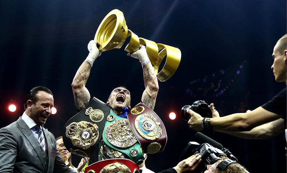 Чемпион мира по боксу Александр Усик начинал спортивную карьеру в симферопольском клубе «Таврия».