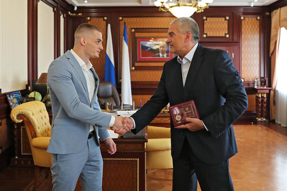 Минспорта Крыма вручит боксёру ещё 500 тыс. рублей.