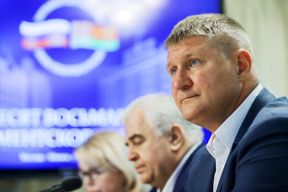 Экс-вице-премьер Крыма Михаил Шеремет заработал в 2020 году 5,9 млн рублей (примерно по полмиллиона в месяц).