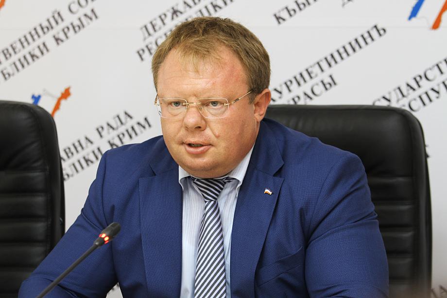 Алексей Черняк за год заработал 2,18 млн рублей, но это не помешало ему купить Bently.