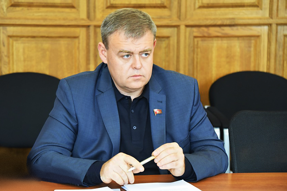 Звание самого бедного кандидата в Госдуму от полуострова получает депутат севастопольского парламента Сергей Борисов.