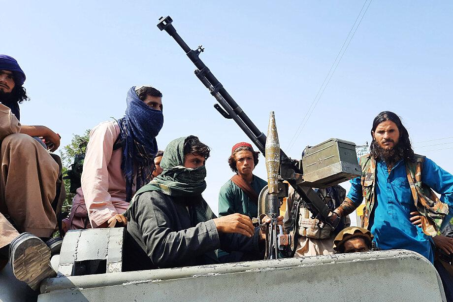 В глазах нищих афганских крестьян боевики начали олицетворять собой национально-освободительную силу и борцов с западными оккупантами.