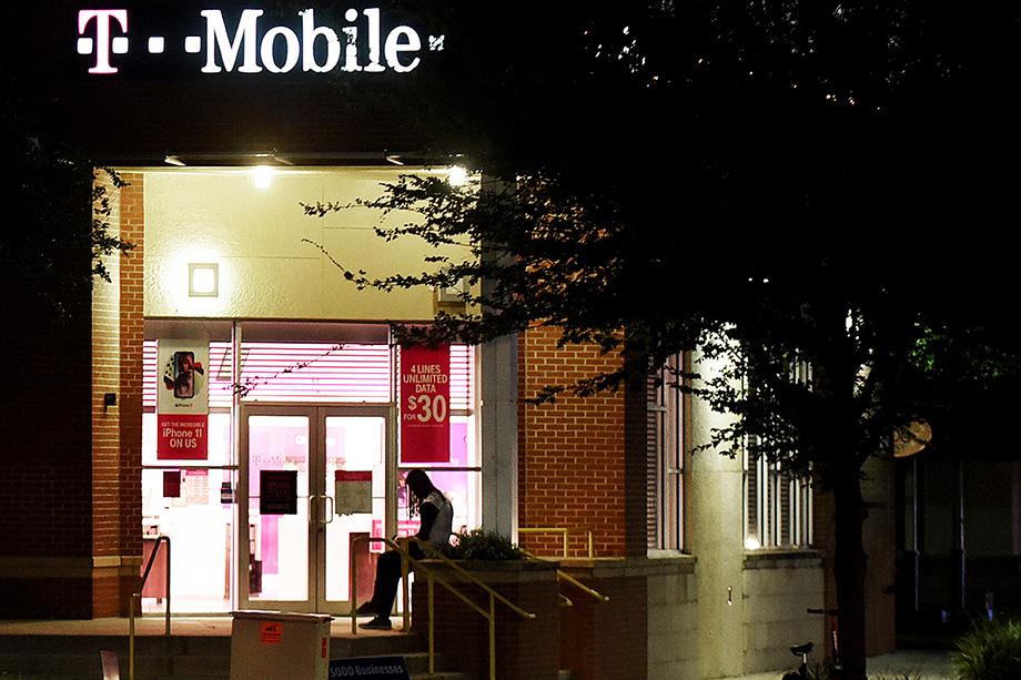 Анонимный продавец просит за данные, принадлежащие примерно 30 миллионам клиентов, шесть биткоинов (около 270 тыс. долларов). В случае подтверждения утечки данных могут пострадать почти все клиенты T-Mobile в США.