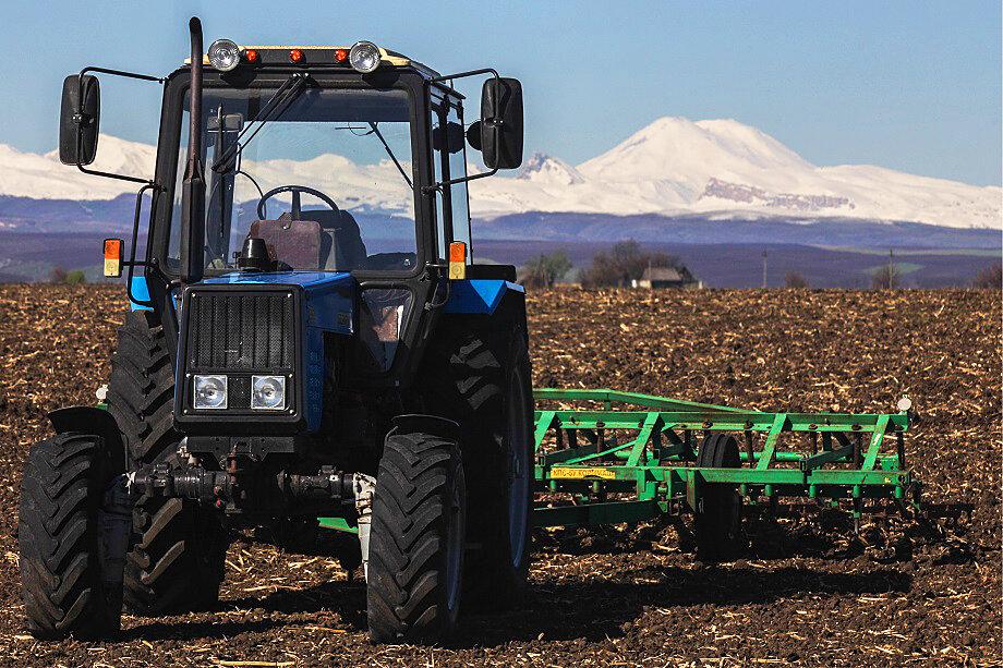 Одна из трёх компаний Атмурзаева, зарегистрированных в Кабардино-Балкарии, занималась поставками сельскохозяйственной техники.