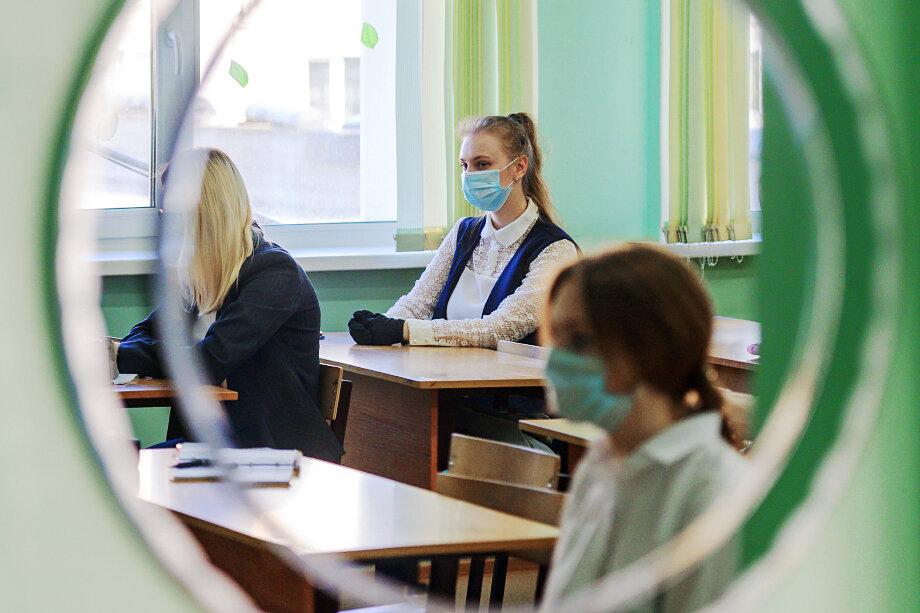 Без дополнительной подготовки с репетиторами получить высокие баллы на ЕГЭ практически невозможно: школы, по сути, не готовят к экзаменам, которые сами же и проводят.