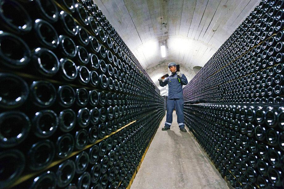 В тоннеле завода шампанских вин.
