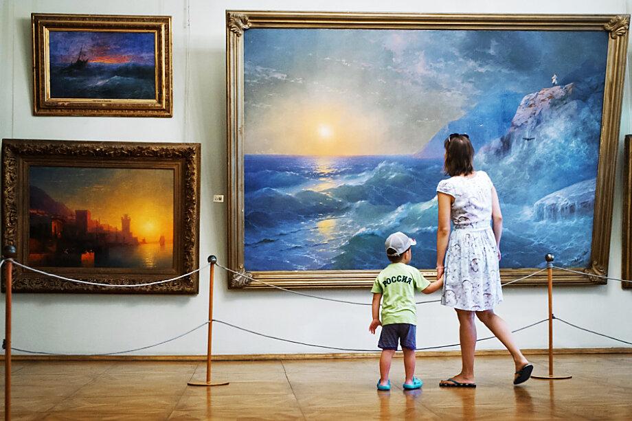 В картинной галерее находится 417 произведений И. К. Айвазовского – это крупнейшая в мире коллекция художника-мариниста.