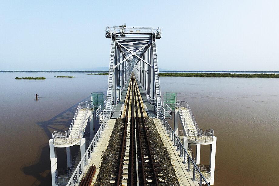 Длина моста составляет более 2,2 километра, из них всего 309 метров приходится на российскую сторону.