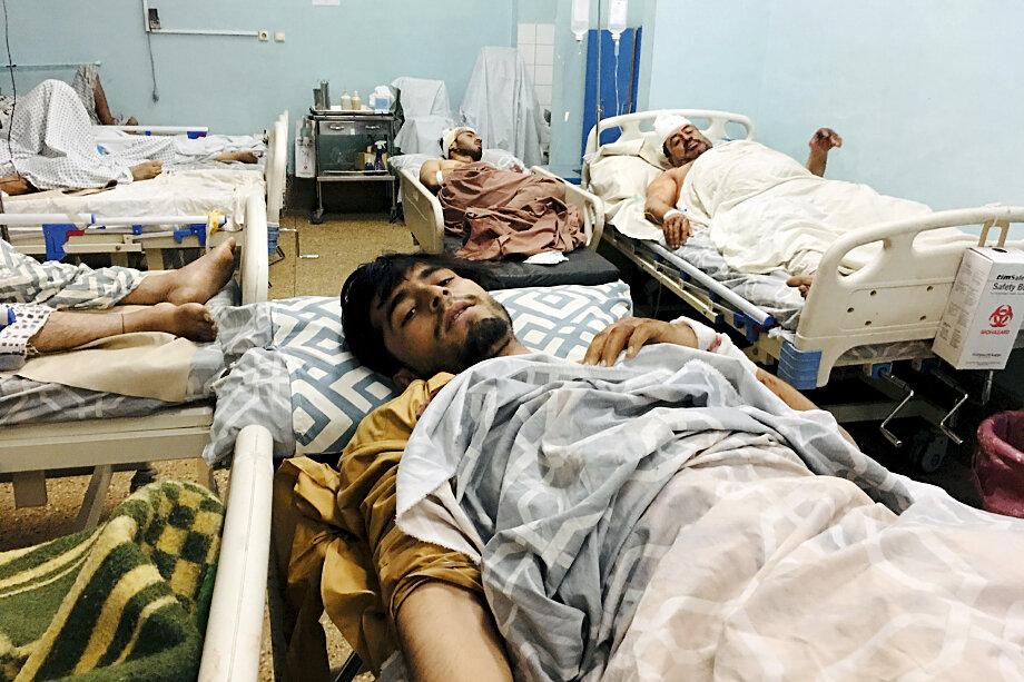 Два взрыва в районе аэропорта Кабула, в результате которых погибли не менее 100 человек, вернули мировых политиков, экспертов и медиа из мира иллюзий к реальности.