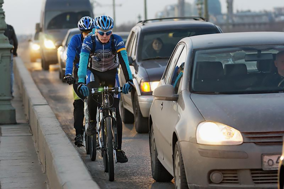Зачастую велосипедисты не имеют должной защиты, что может привести к летальному исходу в случае ДТП.