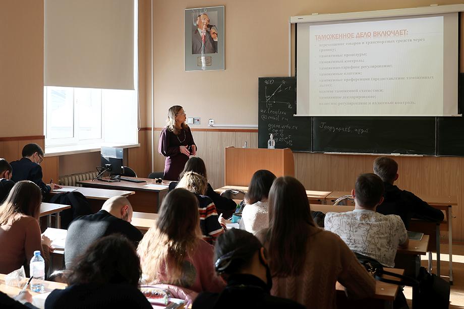 Студенты УрФУ приступят к обучению в гибридном формате.