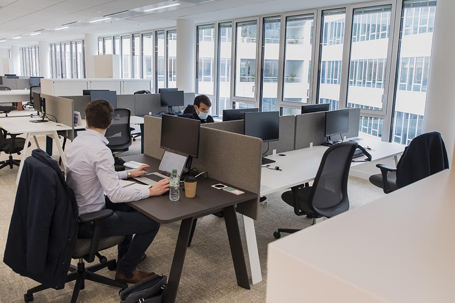 Крупные фирмы ощутили необходимость частичного возврата сотрудников в офисы.