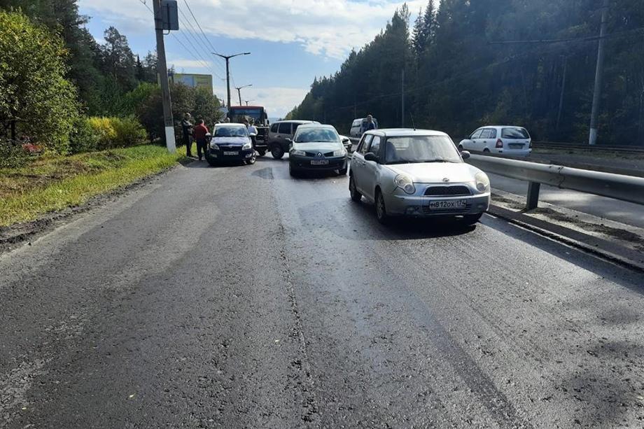 В Златоусте на дороге произошло массовое ДТП с участием 19 машин.