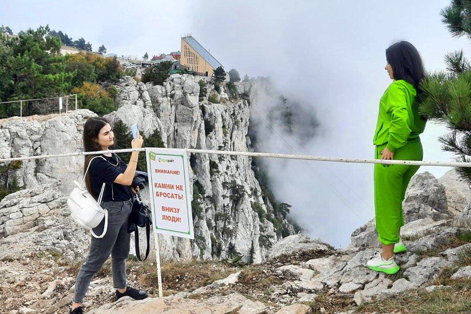 Спасателям постоянно приходится снимать горе-фотографов со скальных уступов.