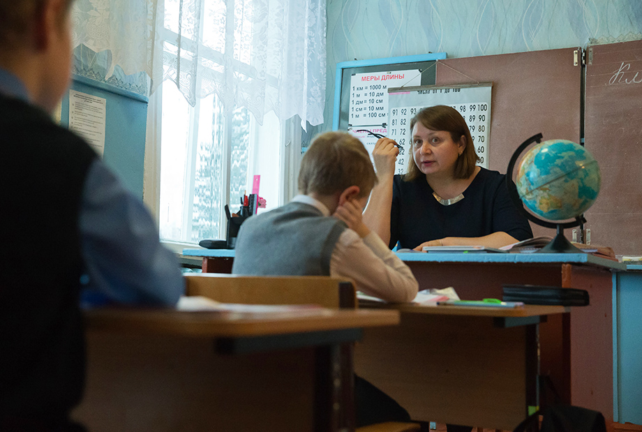 Увеличить свою зарплату учитель может только за счёт дополнительной нагрузки в размере 1,5–2 ставок.