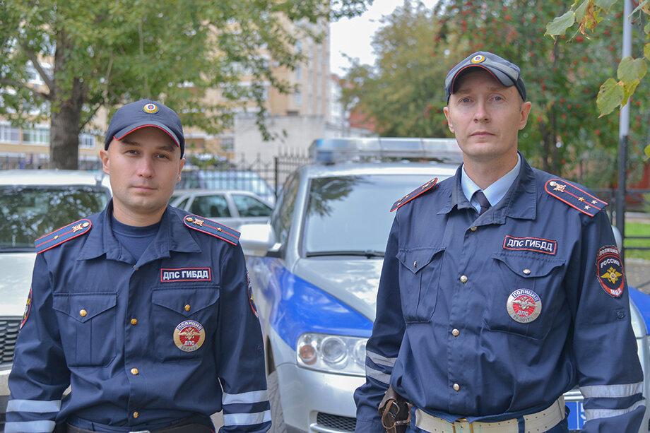 Сотрудники ДПСКонстантин Калинини Владимир Макаровпервыми прибыли на место трагедии и обезвредили стрелка.