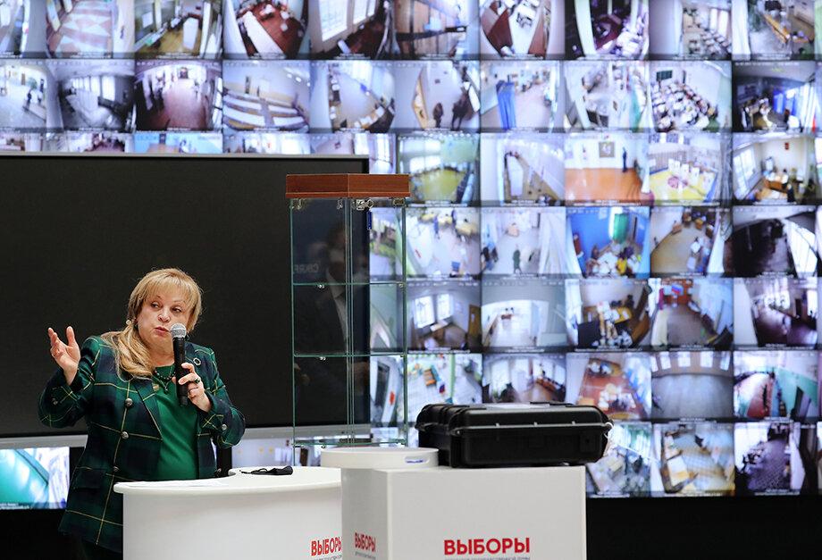 Элла Памфилова во время процедуры разделения ключей шифрования для публичного тестирования системы дистанционного электронного голосования (ДЭГ) в Центральной избирательной комиссии РФ.