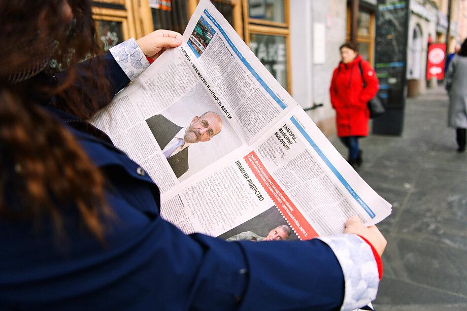 В первый день голосования распространялись газеты с агитацией.