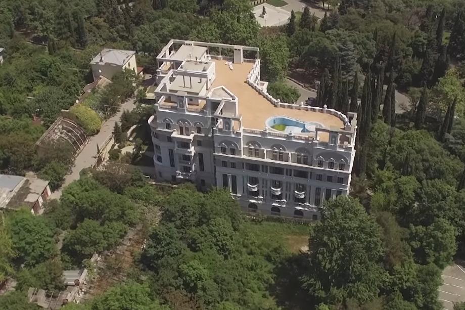 Элитный комплекс расположен на южном берегу Крыма.