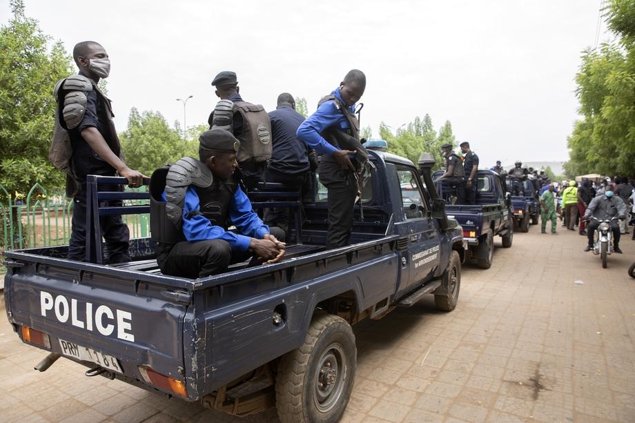 24 мая в Мали произошёл очередной переворот – военные арестовали временного президента Ба Ндао и других руководителей высшего звена.