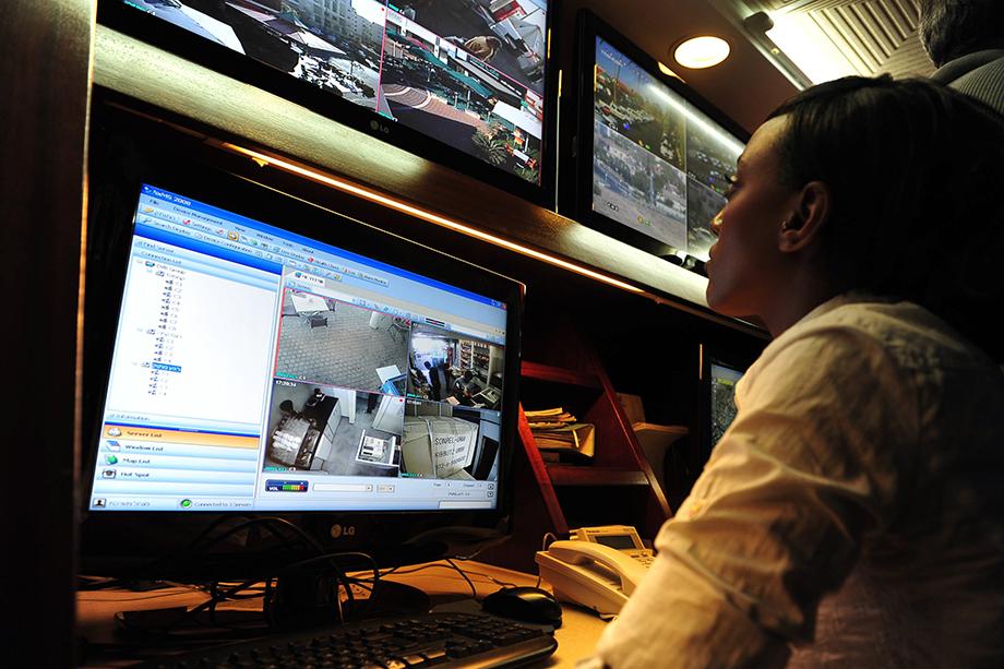 Верховный комиссар по правам человека ООН Мишель Бачелет настоятельно рекомендовала отказаться хотя бы на время от технологий слежки в общественных местах.