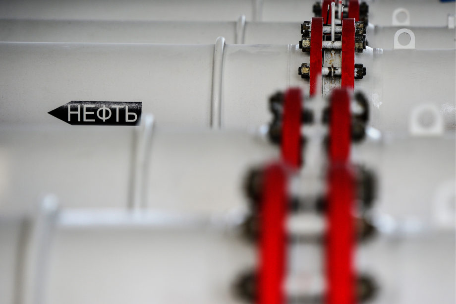 Сокращение нефтедобычи в 2020 году уже существенно сказалось на доходах ХМАО и Сахалинской области.