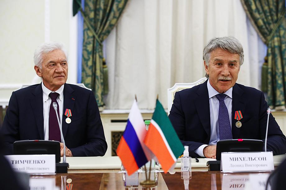 Два крупнейших акционера СИБУРа – Леонид Михельсон (36 процентов) и Геннадий Тимченко (17 процентов).